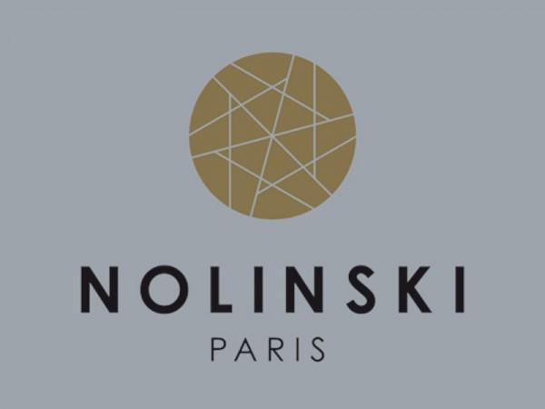<span>Hôtel 5* Nolinski à Paris</span><i>→</i>